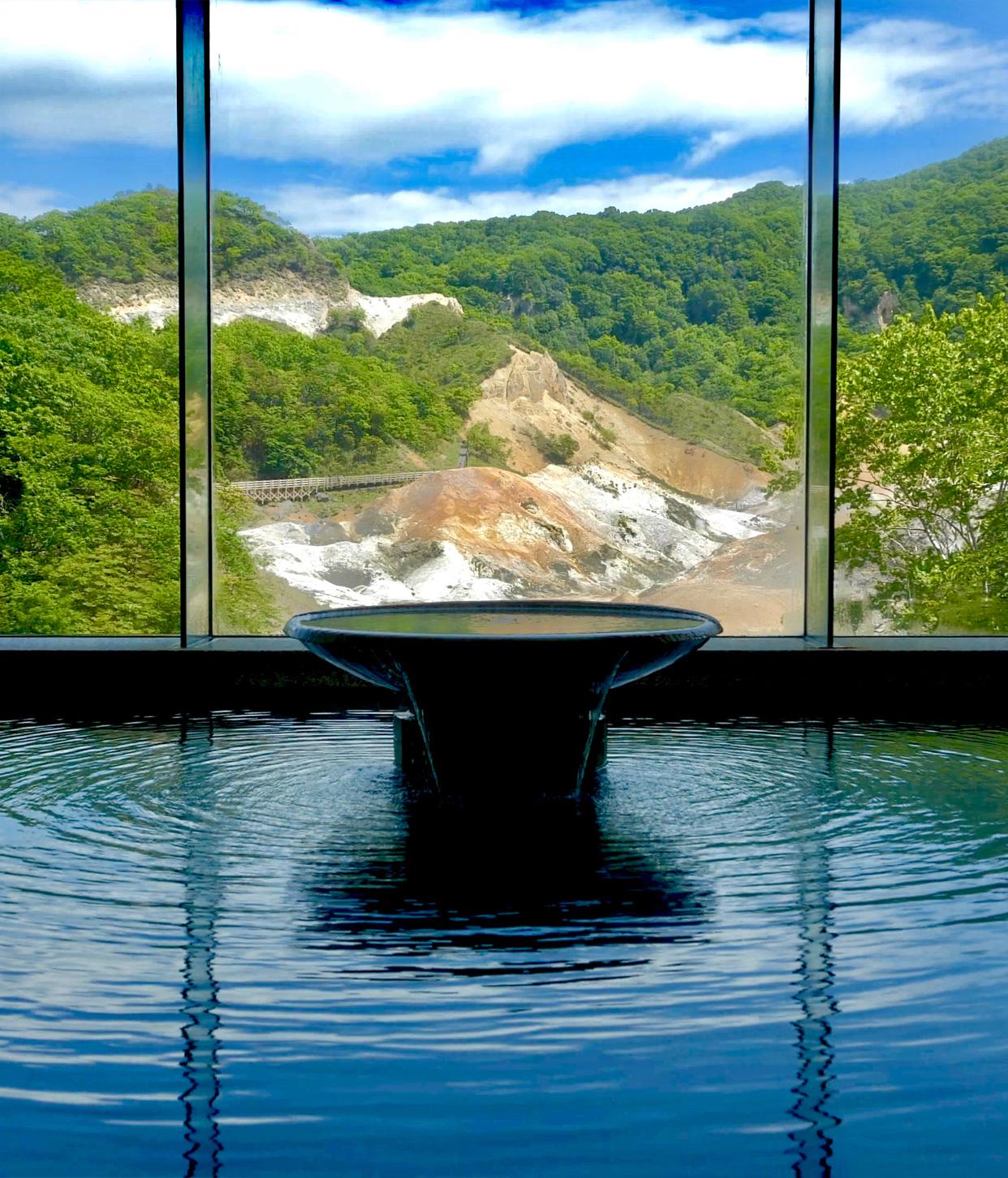 地獄谷を望む大浴場